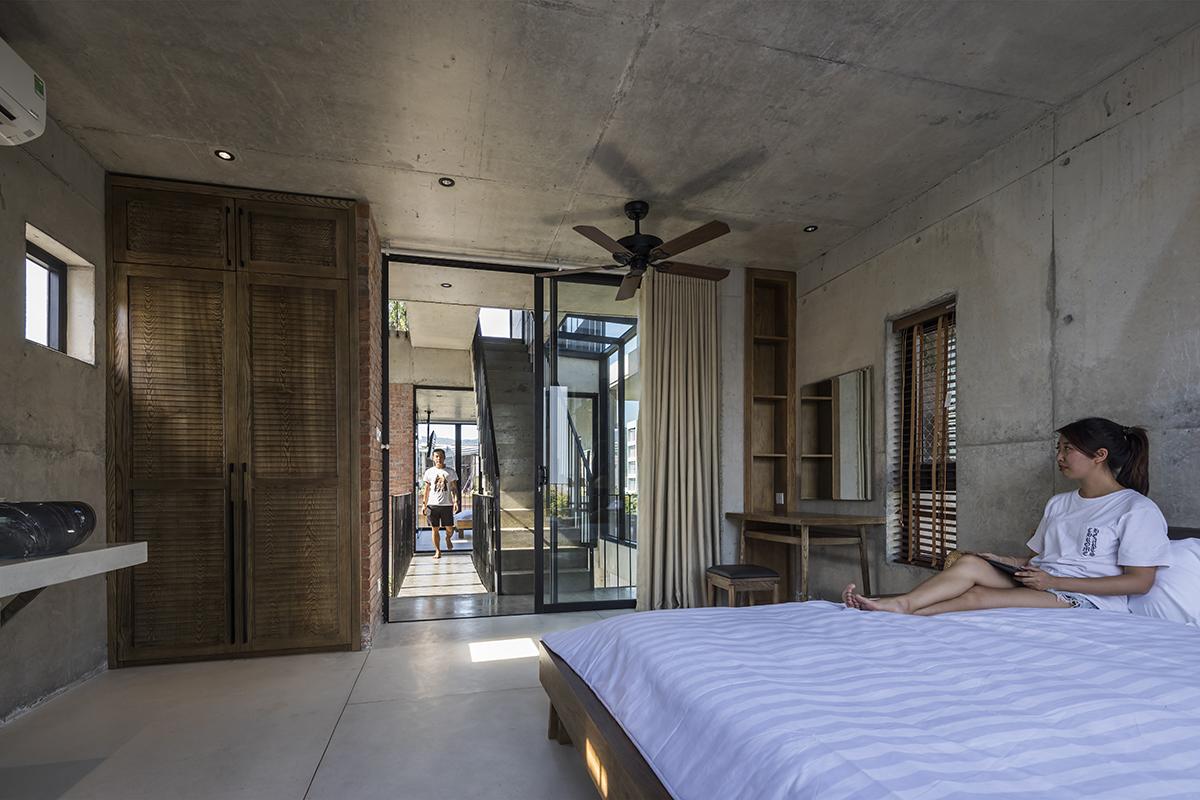 0864 - The Concrete House 01 / Ho Khue Architects: Ngôi nhà 4 tầng với diện tích lô 5m x 16m
