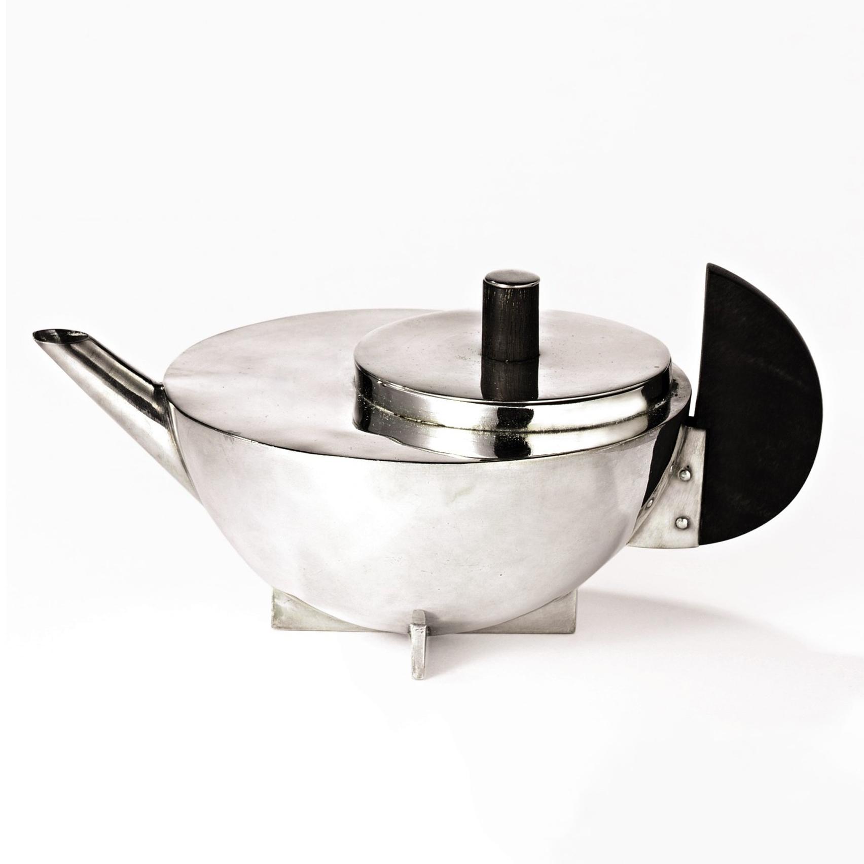 Ấm trà thiết kế bởi Marianne Brandt