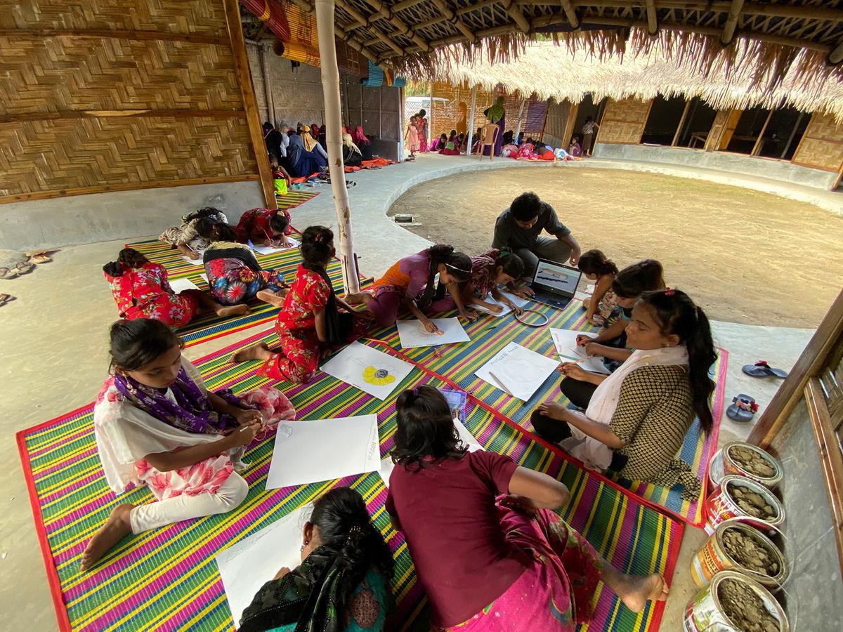 Trung tâm phụ nữ Rohingya - Không gian đầy nhân văn làm từ tre ở Bangladesh | Architect Rizvi Hassan