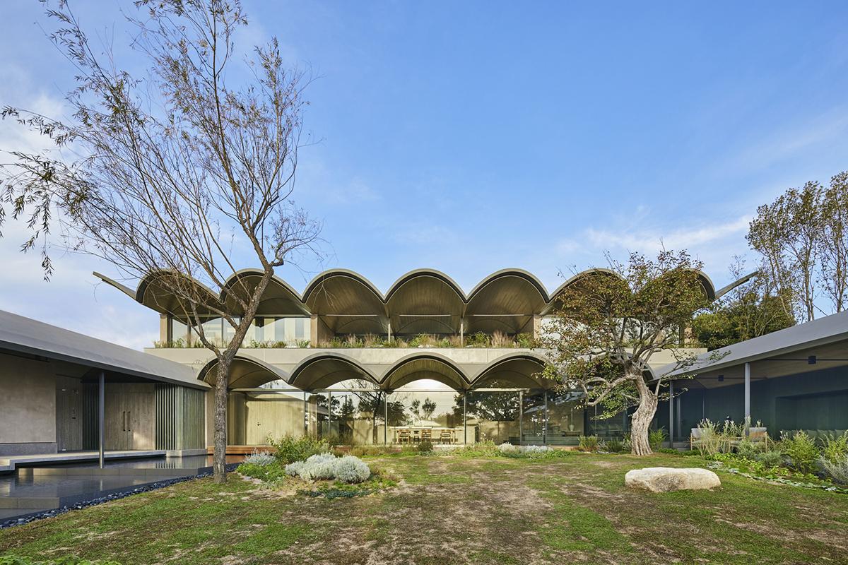Half Cave House – Ngôi nhà Nửa Hang   Hiroshi Nakamura & NAP