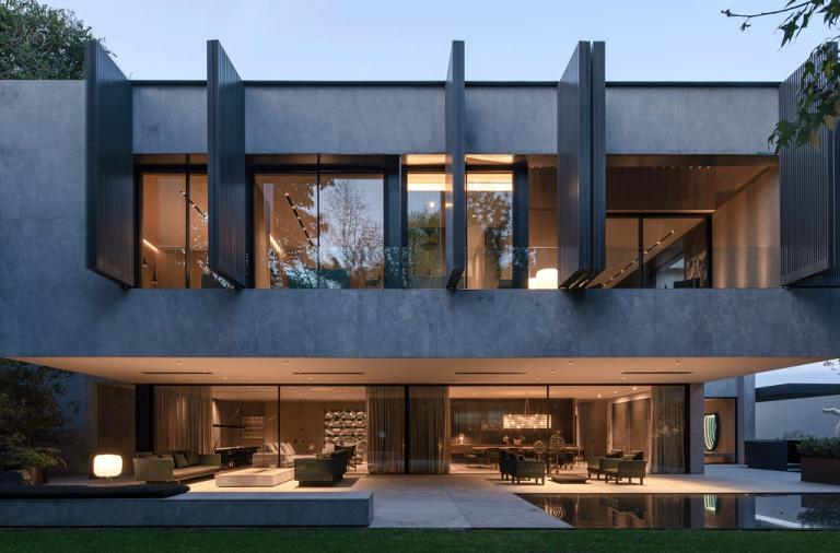 Những ngôi nhà màu xám đen - không đơn điệu mà còn ấn tượng bất ngờ