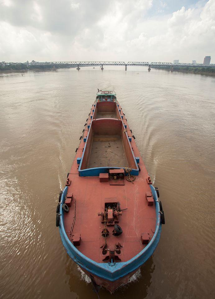quang cảnh hùng vĩ đầy màu sắc của Cầu Long Biên