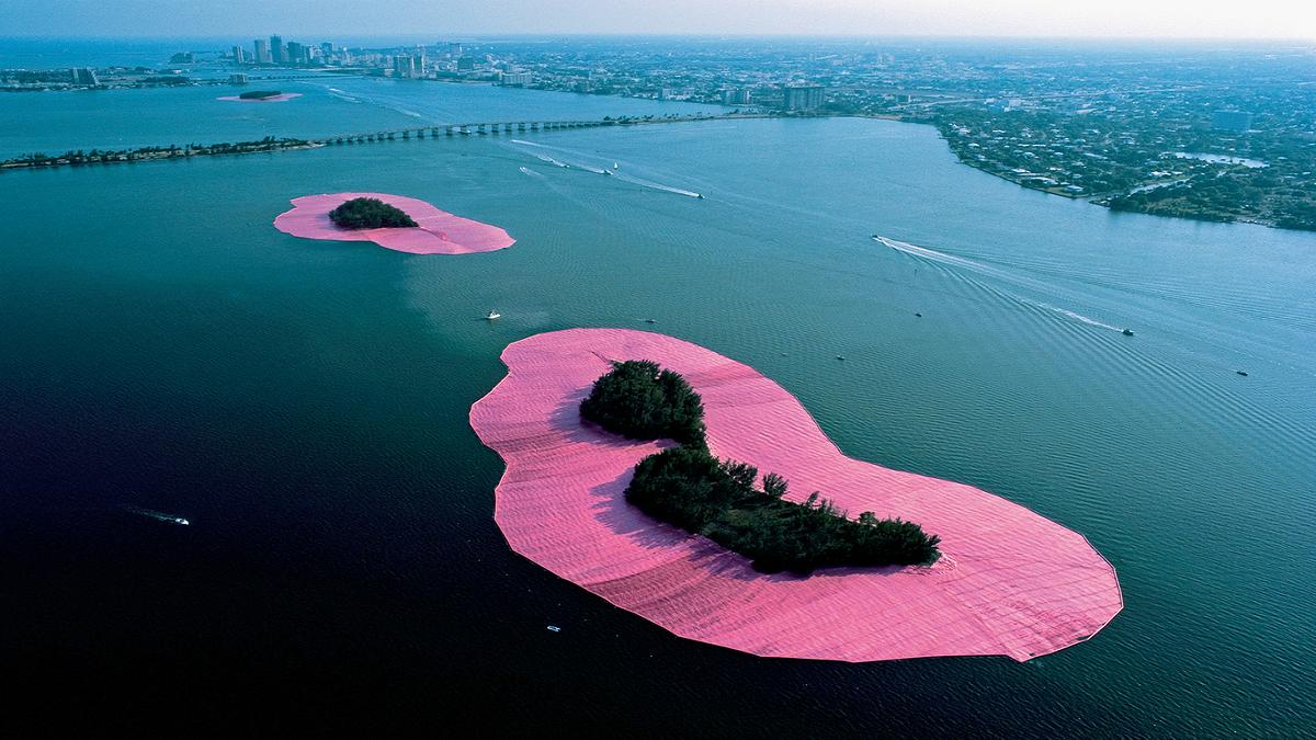 Nhìn lại 8 kiệt tác nghệ thuật sắp đặt của cố nghệ sĩ Christo Vladimirov Javacheff