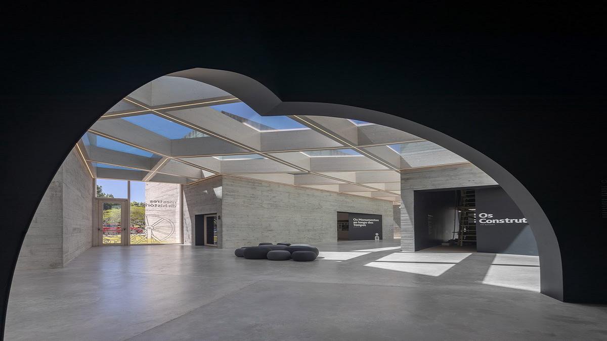 Trung tâm diễn giải kiến trúc Romanesque từ 7 khối bê tông ở Bồ Đào Nha