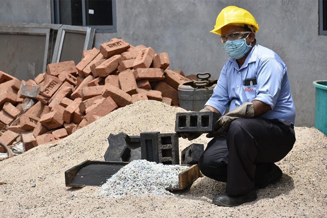 Nghiên cứu mới: Gạch tái chế từ cát và rác thải nhựa
