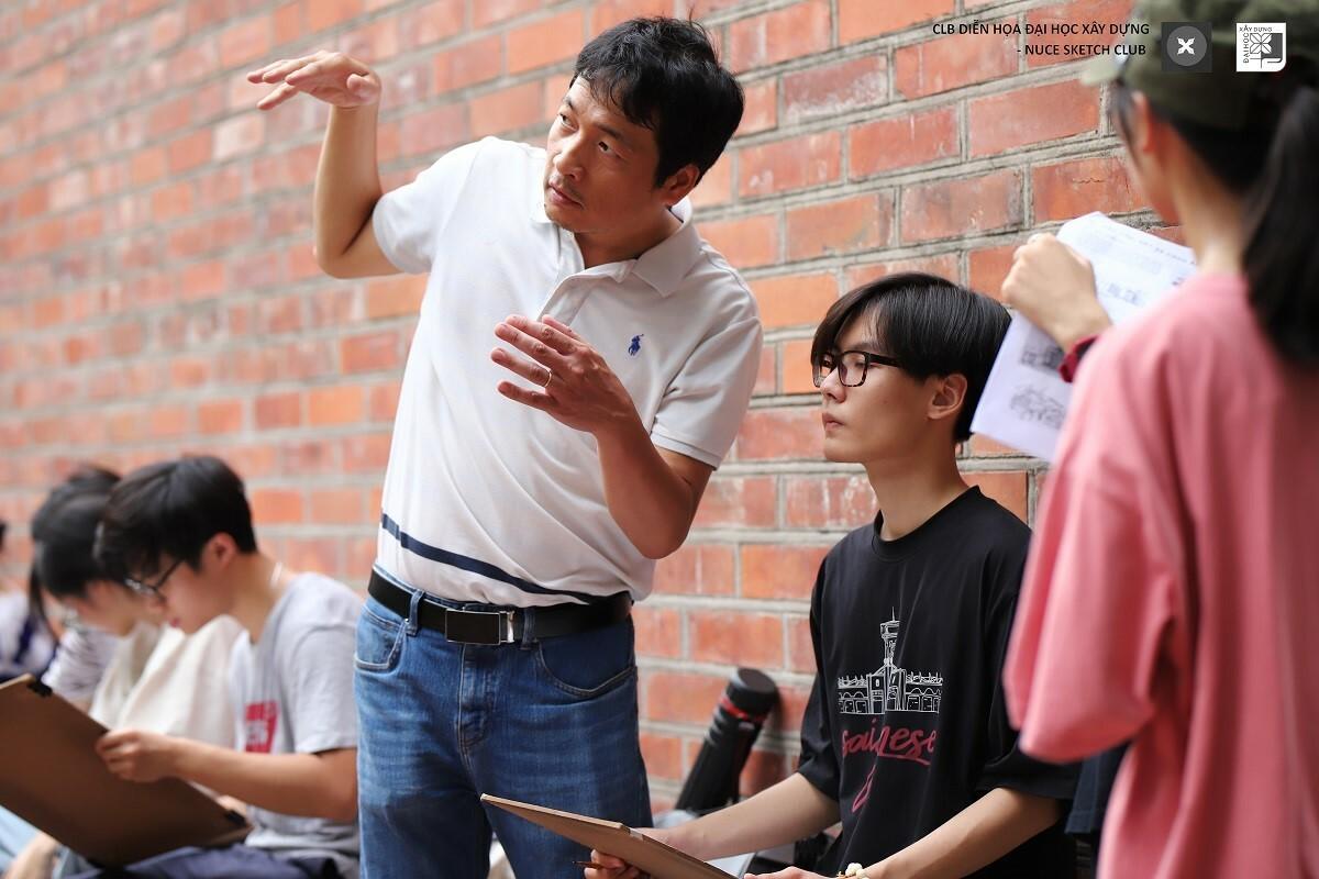 Ký họa không gian – Chương trình tiếp sức mùa thi thiết thực cho sinh viên Khối V