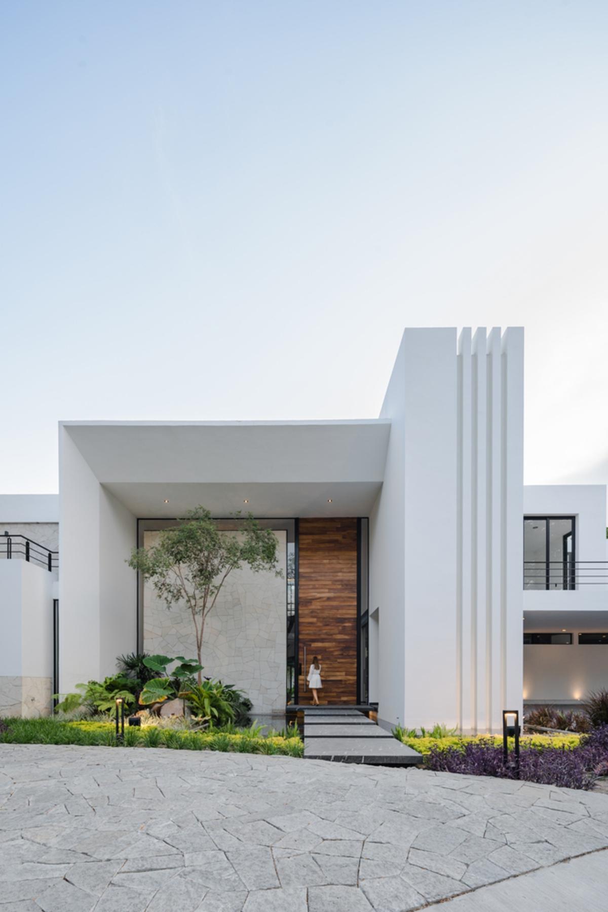 Water House, ngôi nhà được bao quanh bằng nước hiện đại và tiện nghi/ Di Frenna Arquitectos