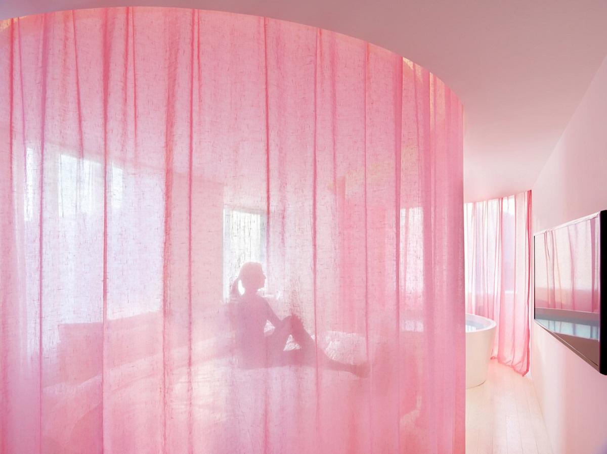 Lấy rèm cửa làm vách ngăn phòng: Kiến trúc linh hoạt và khả năng thích ứng