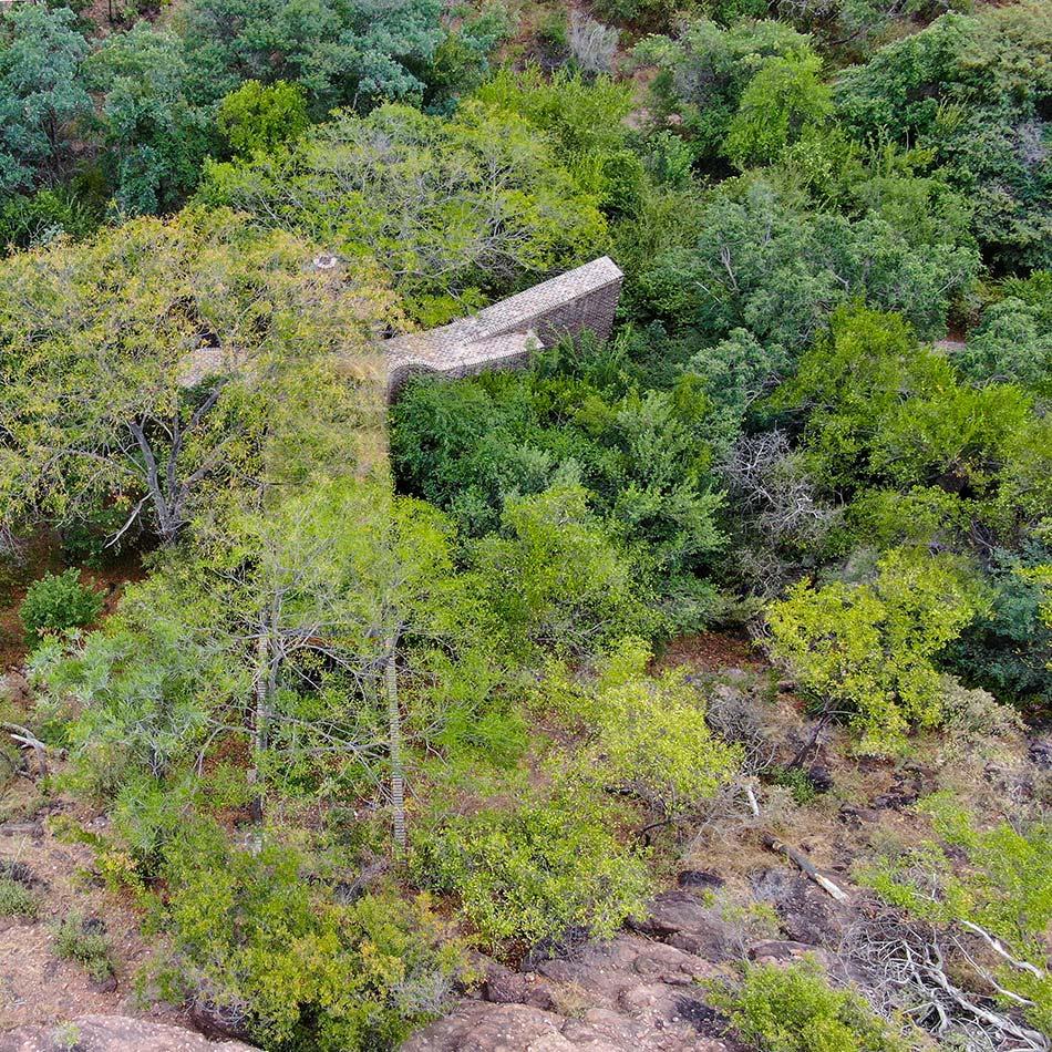 Ngôi nhà gạch ẩn mình trong khu bảo tồn thiên nhiên Nam Phi/ Frankie Pappas