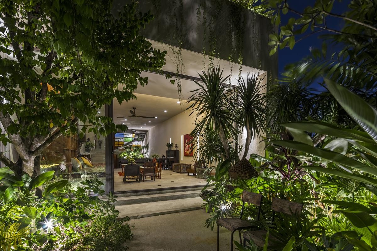 Tropical Suburb Town House – Nhà phố ngoại ô với kiến trúc từ bê tông nguyên khối   MM++ Architects