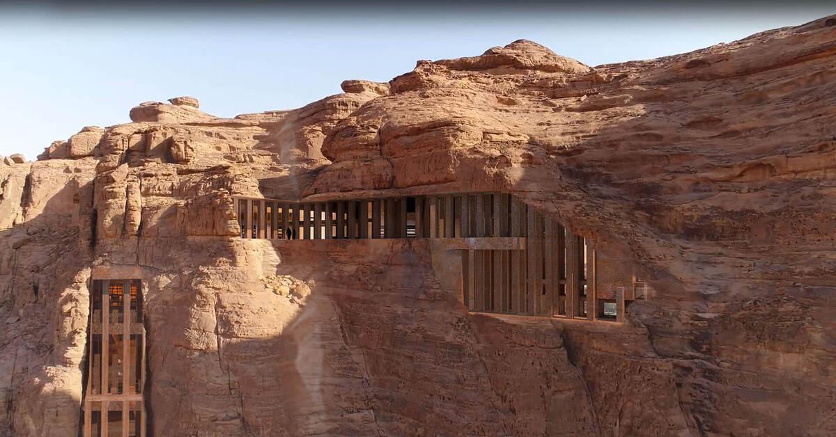 Khách sạn nằm trong lòng núi đá sa thạch cổ