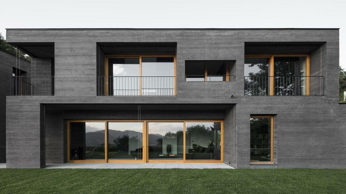 Quy trình sản xuất bê tông đen và ứng dụng của nó trong một số công trình kiến trúc trên thế giới