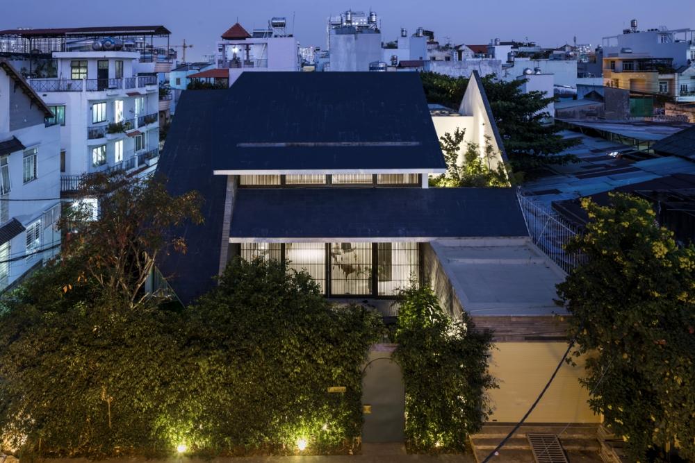 0129 1000x1000 - Nhà Huy - Ốc đảo xanh ẩn mình giữa phố thị   23o5 Studio
