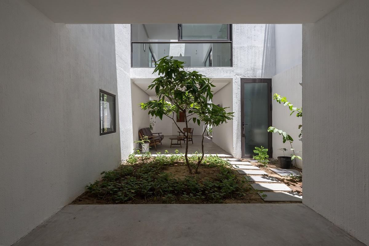 5 38 - Nhà Mệ Loan - Khoảng trời đón nắng trong ngõ nhỏ   H-H Studio