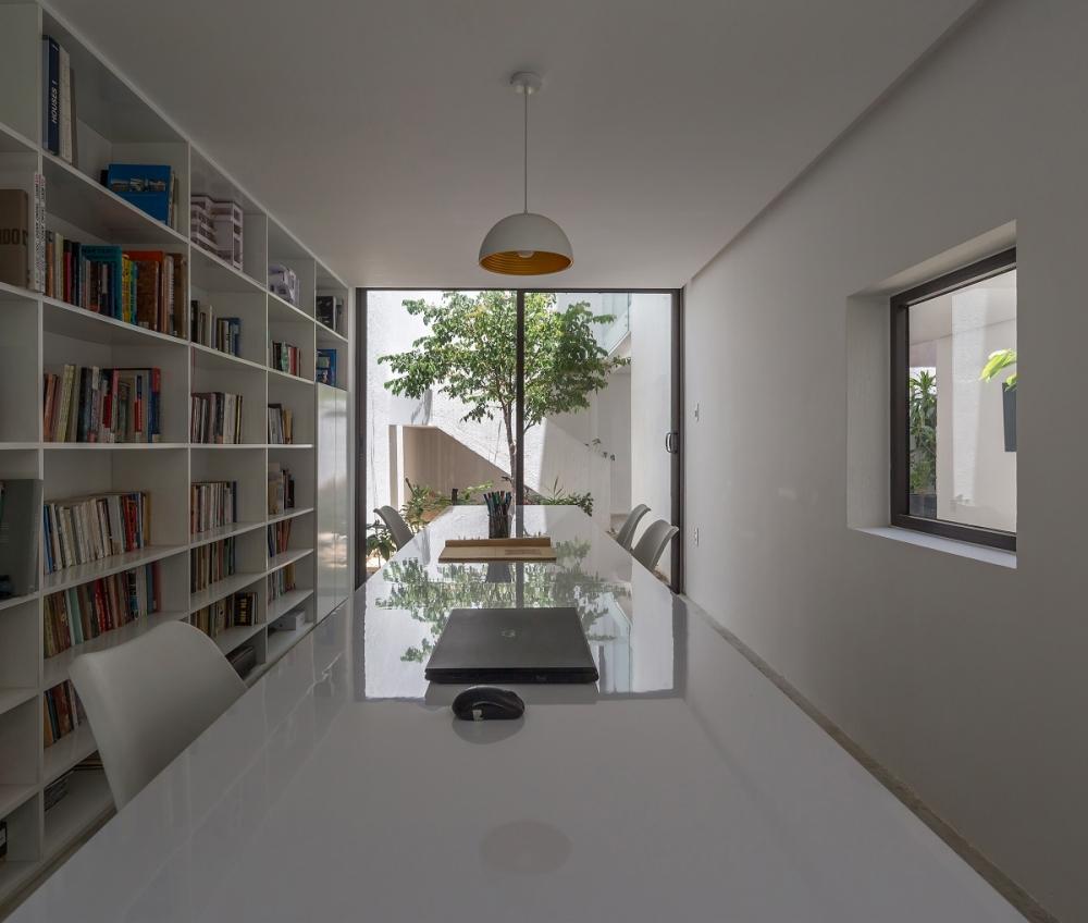 8 26 1000x1000 - Nhà Mệ Loan - Khoảng trời đón nắng trong ngõ nhỏ   H-H Studio