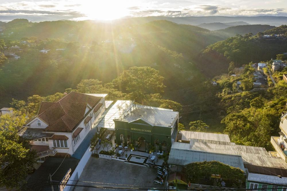 Morning in Town 03 1000x1000 - Morning in Town cafe - Thiết kế bao trọn không gian núi rừng tại Đà Lạt | KenDesign