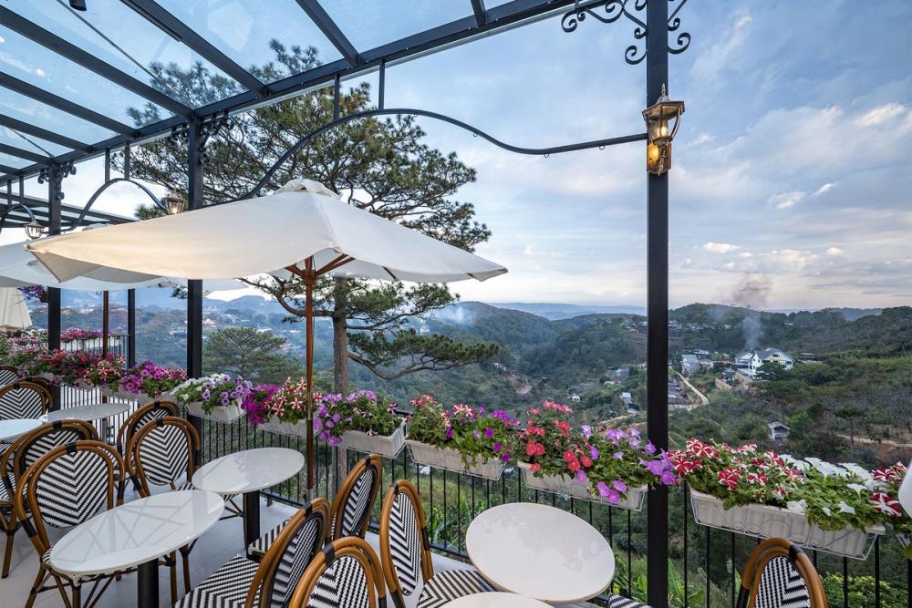Morning in Town 05 1000x1000 - Morning in Town cafe - Thiết kế bao trọn không gian núi rừng tại Đà Lạt | KenDesign