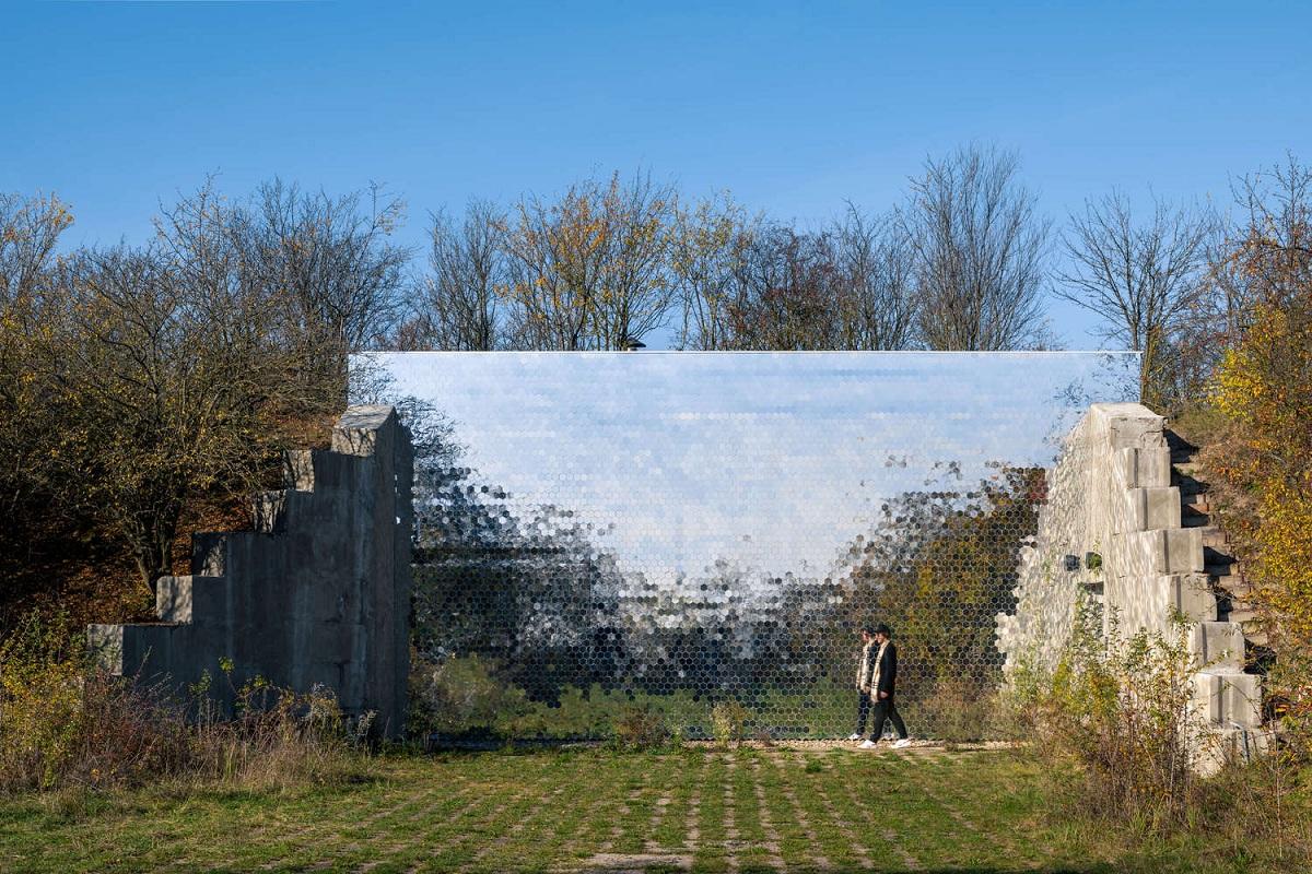 Petr_Hajek_Architekti_Hunting_Grounds_Radek_Ulehla-Coatmen_01.jpg