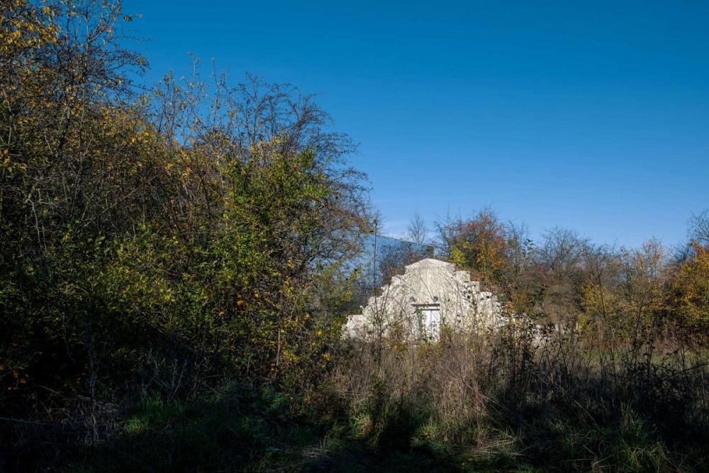 Petr_Hajek_Architekti_Hunting_Grounds_Radek_Ulehla-Coatmen_02-1000x1000.jpg