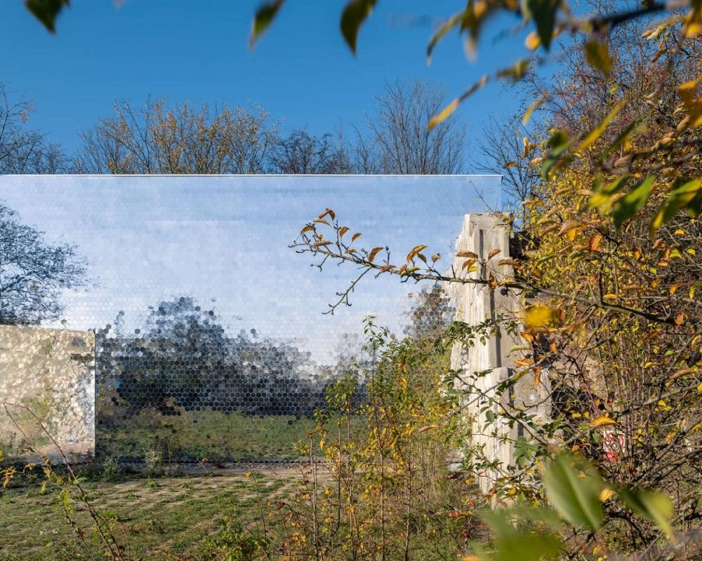 Petr_Hajek_Architekti_Hunting_Grounds_Radek_Ulehla-Coatmen_03-1000x1000.jpg