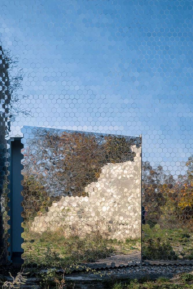 Petr_Hajek_Architekti_Hunting_Grounds_Radek_Ulehla-Coatmen_05-1000x1000.jpg