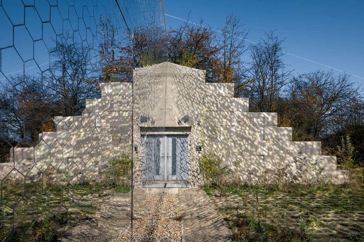 Petr_Hajek_Architekti_Hunting_Grounds_Radek_Ulehla-Coatmen_06.jpg