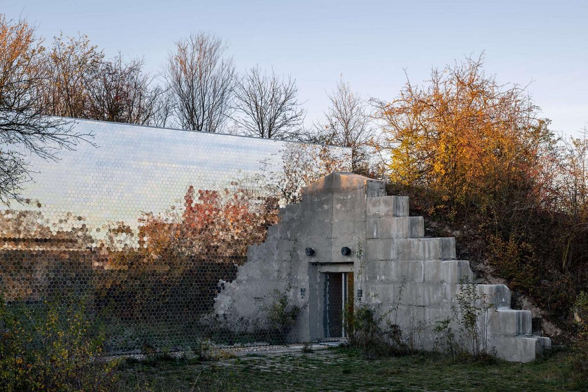 Petr_Hajek_Architekti_Hunting_Grounds_Radek_Ulehla-Coatmen_18.jpg