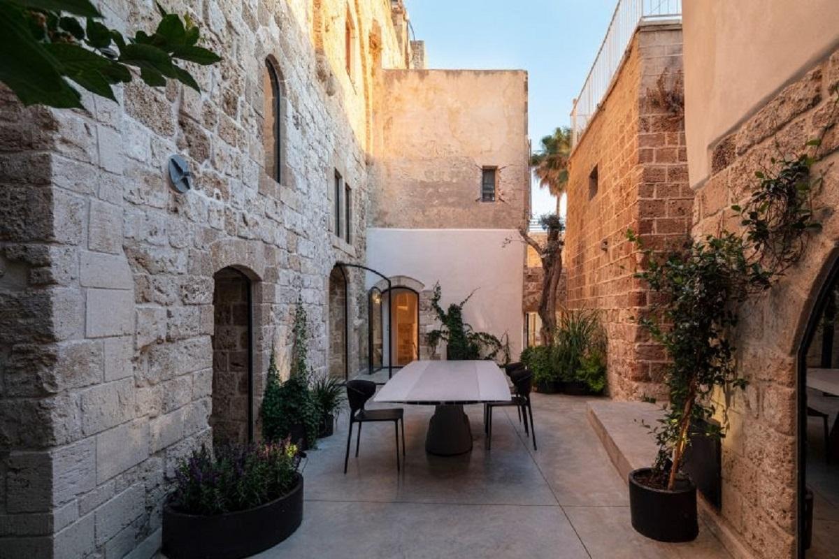old-jaffa-house-4-apartment-interiors-israel-pitsou-kedem_dezeen_2364_col_26-852x568-1.jpg