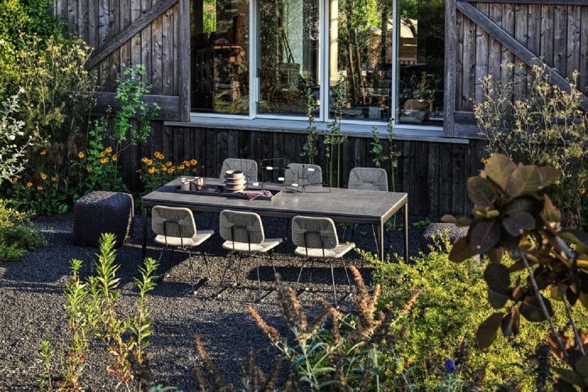 ten-outdoor-dining-spaces-lookbook_dezeen_2364_col_1-852x568-1.jpg