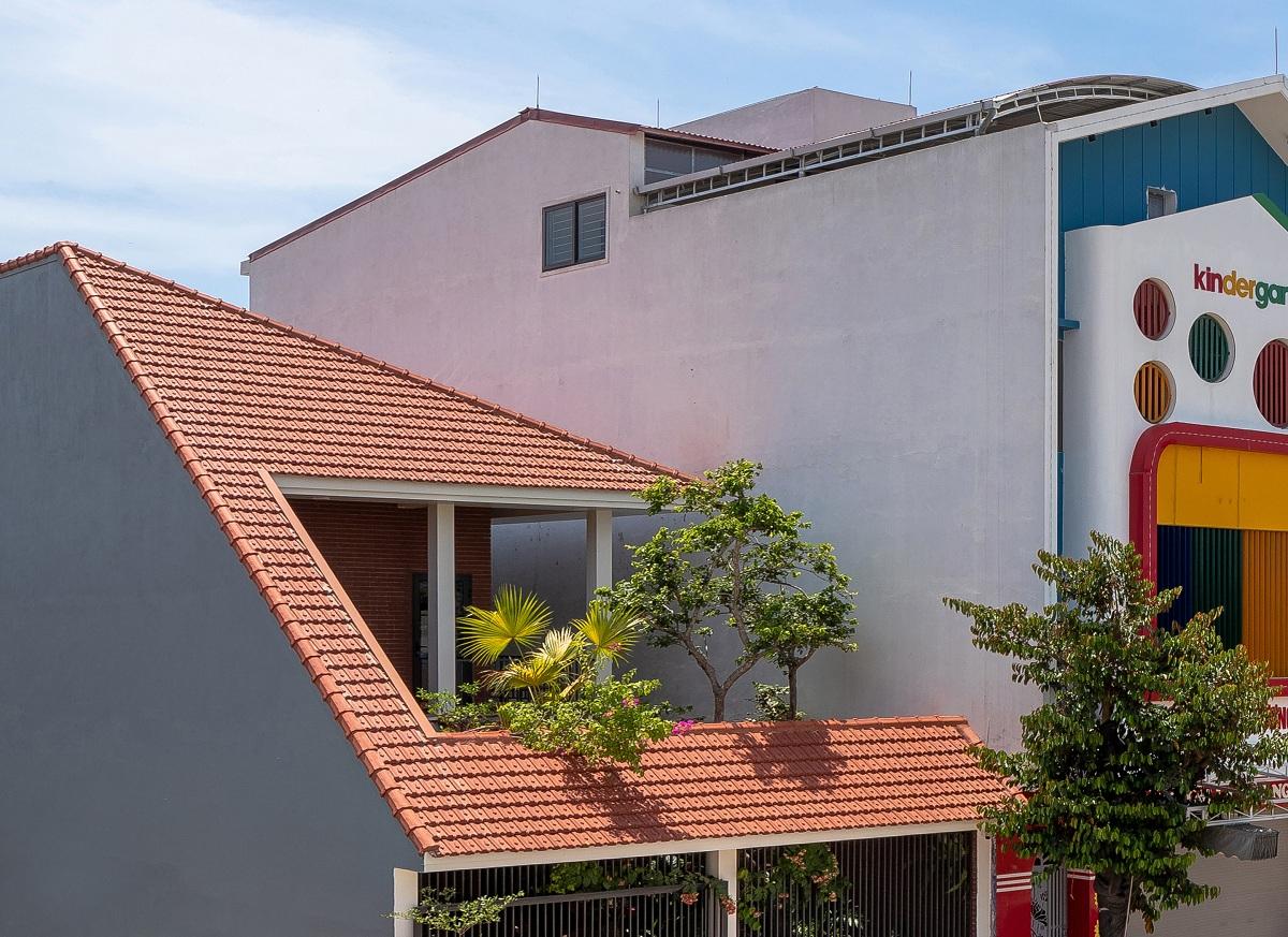 Nhà chóp nón - Nhà Việt đương đại   Nguyen Khac Phuoc Architects